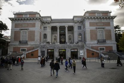 Although the museum was founded on November 19, 1819, the building itself was designed in 1785 by the architect Juan de Villanueva as a Museum of Natural History commissioned by Charles III. Decades later, his grandson Ferdinand VII brought here part of the royal art collections that had been formed since the 16th century.