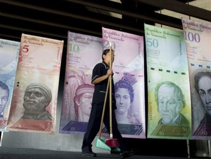 A cleaning lady at Venezuela's Central Bank (BCV).