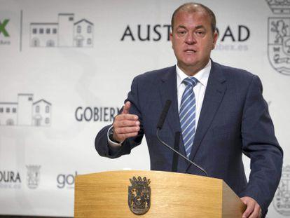 Extremadura premier José Antonio Monago at a news conference on November 5.