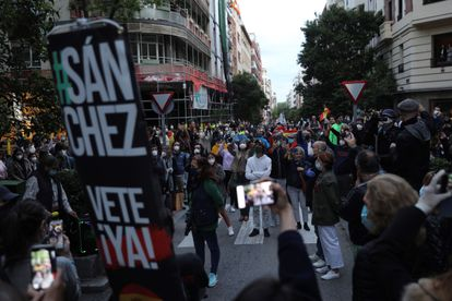 Protesters gather in the street to demand the resignation of Spanish Prime Minister Pedro Sánchez on Wednesday.