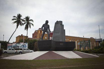 Statue of a miner in Lázaro Cárdenas (Michoacán).