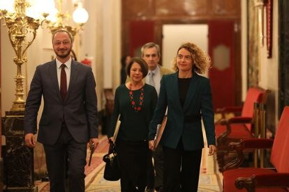(l-r) Lawmakers Alfonso Rodríguez Gómez de Celis, Sofía Hernanz and Congress speaker Meritxell Batet.
