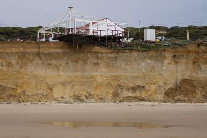 The property boom on the Spanish coast in the last 30 years has degraded the environmental conditions of the shoreline. Its ability to withstand flooding of coastal ecosystems has diminished by 10.6% since 2005. Mass building sprees have affected much of the coastline.