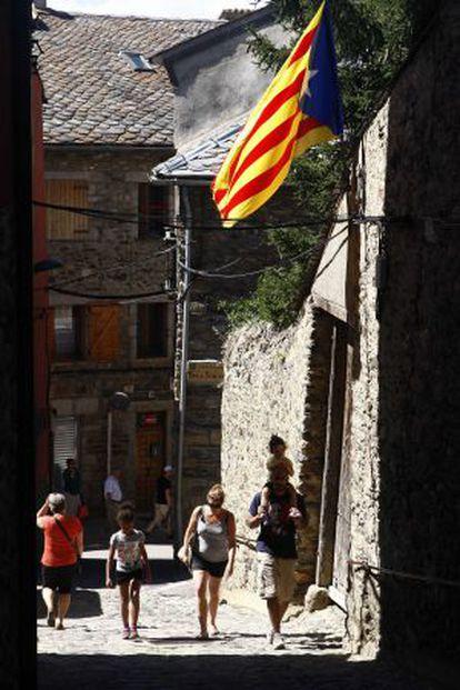 El Ayuntamiento catalán de Llivia lleva físicamente separado de España 350 años.