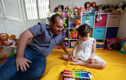 Raúl Elizalde and his eight-year-old daughter Graciela.