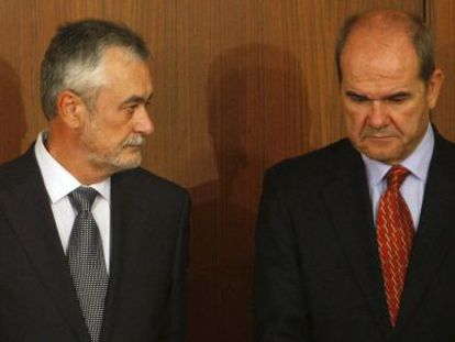 Former Andalusia regional premiers José Antonio Griñán (left) and Manuel Chaves in 2009.