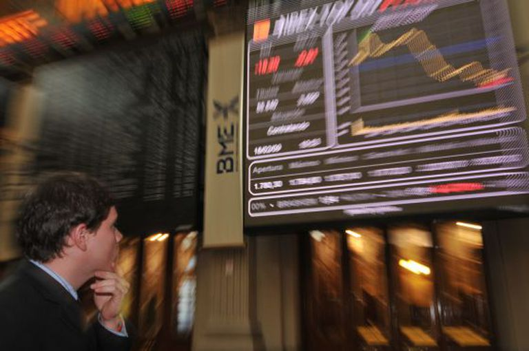 An investor at the Madrid stock market.