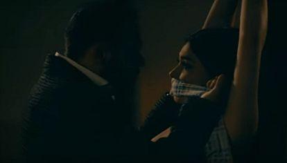 Still photo from the music video Fuiste mía by Gerardo Ortiz.
