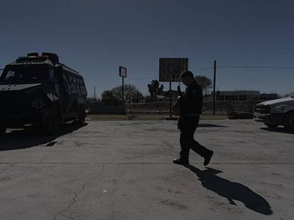 A police officer at the precinct in Valle de Juárez.