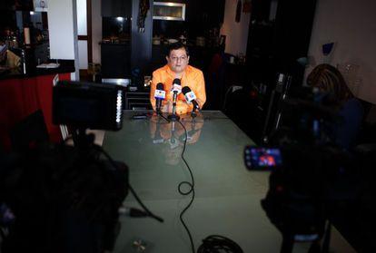 "Venezuelan journalist ""Kico"" Bautista speaks during a press conference in Caracas on May 27."