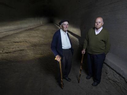 Manuel Pelayo (left), 93, and Manuel Trueba (right), 83, two residents of Vega de Pas in the Cantabria region who participated in the construction of the Engaña tunnel.