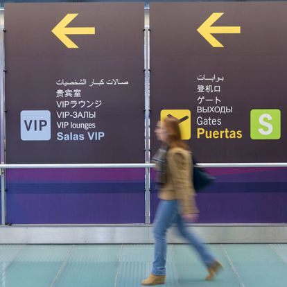 Signs in Chinese at Barajas airport in Madrid.