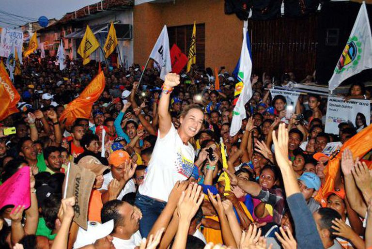 Tintori at a rally in Guárico, where an opposition leader was killed.