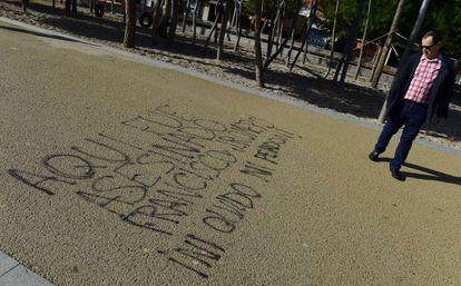 Graffiti commemorating Romero Taboada, by the spot where he died.