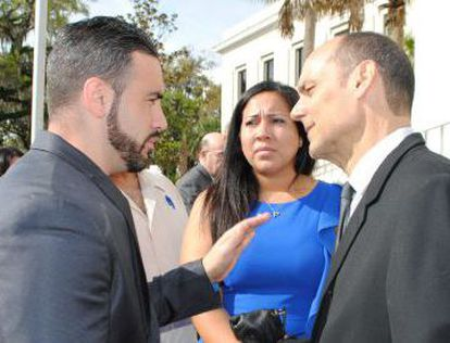 Michael (left) and Tanya Ibar, brother and wife of Pablo Ibar, speak with his lawyer in 2014.
