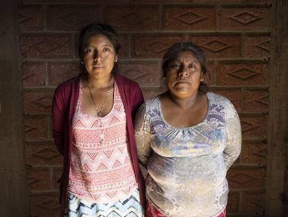 Domitila Mendoza, 42, and her 16-year-old daughter Anaí, in Vicente Guerrero, Metlatónoc.