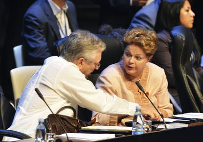 Foreign Minister Luiz Alberto Figueiredo Machado ( L) and Brazil' s President Dilma Rousseff attend the opening session of the CELAC last month.
