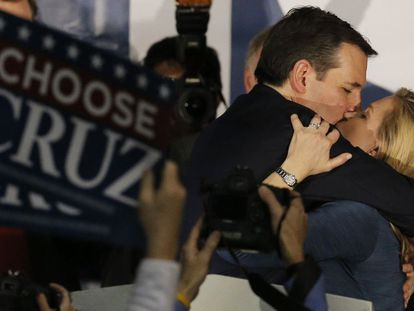 Video: Ted Cruz kisses his wife after learning the Iowa results (Spanish captions).