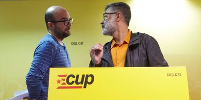 CUP deputy Carles Riera (R) said that early elections are a nuclear weapon against independence.