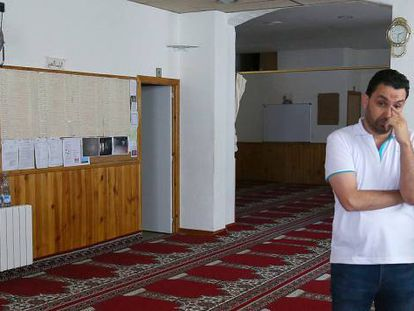 Two parishoners at the mosque in Ripoll where Abdelbaki Es Satty was imam.