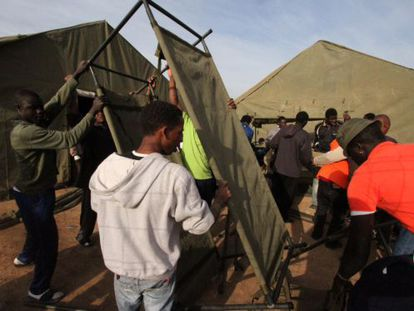 Tents and military bunks are put up to accommodate the sub-Saharan immigrants in Melilla.