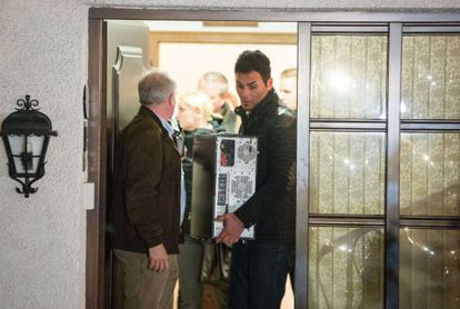 Police carry objects out of the home of the parents of Andreas Lubitz on Thursday.