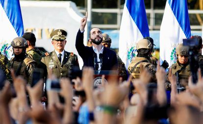 Nayib Bukele flanked by military personnel at the National Assembly in San Salvador, February 2020.