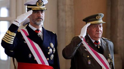 Felipe VI and Juan Carlos I during a military ceremony on January 6, 2018.