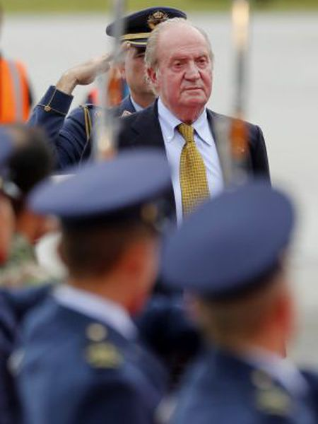 Juan Carlos arrives in Bogota to attend the inauguration of President Juan Manuel Santos.
