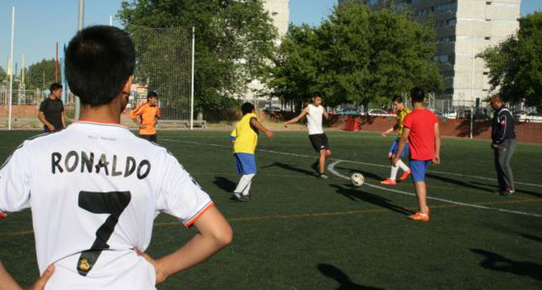 Students at the 'Orcasur sin Fronteras' academy during soccer practice.