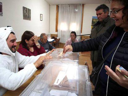 A man in a polar bear suit presides over a polling station in El Burgo de Osma.