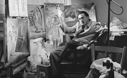 Dalí, in his studio in New York in 1943.