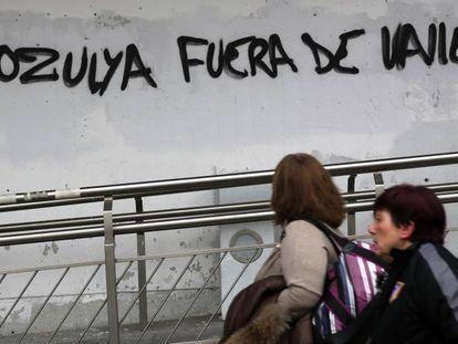 Graffiti protesting arrival of Zozulya at working class soccer club Rayo Vallecano.
