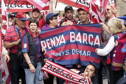 Barcelona fans in Valencia for the 2009 King's Cup final.