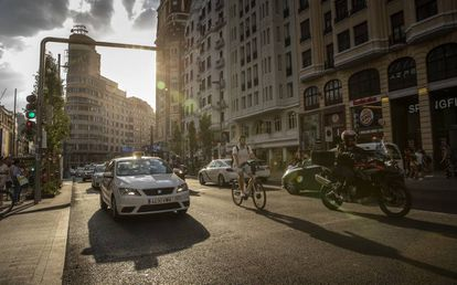 Vehicles within the traffic-restricted area Madrid Central.