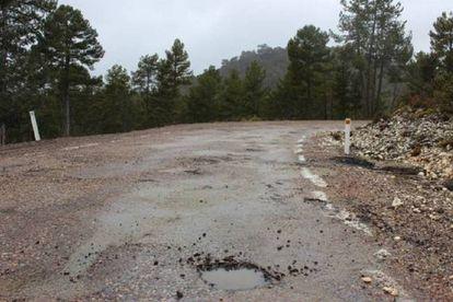 The road to Peralejos de las Truchas.