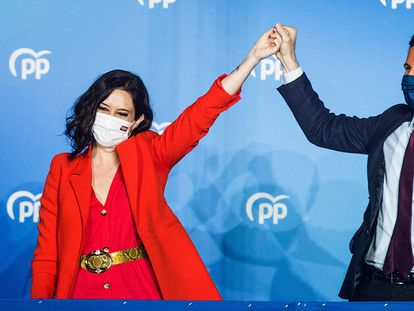Isabel Díaz Ayuso celebrates her election win with PP leader Pablo Casado.