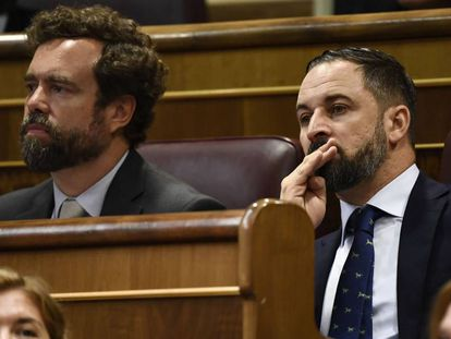 Vox leader Santiago Abascal (r) in Congress on Monday.