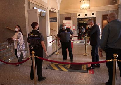 Members of the audience arrive at Madrid's Teatro Real to see the opening performance of 'La Traviata.'