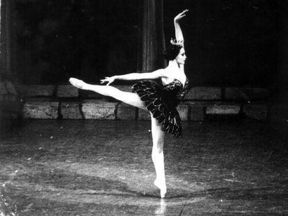 Rosario Suárez in a Cuban National Ballet production in 1990.