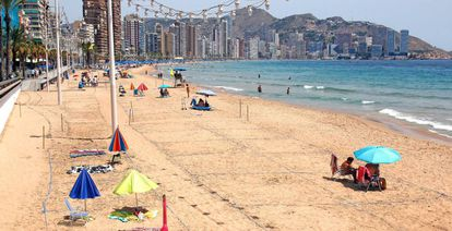 Poniente Beach in Benidorm in March, a month of the year when it is normally full of people taking advantage of the warm weather.
