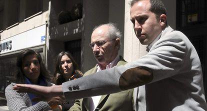 Rodrigo Rato walking out of his Madrid home on Sunday.