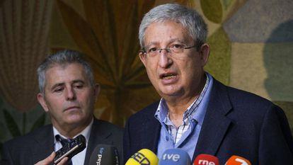 Murcia's regional health chief, Manuel Molina Boix, speaks to reporters.