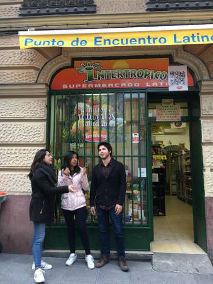 """Erasmus students from Mexico standing in front of the """"Punto de Encuentro Latino,"""" or, Meeting point for Latinos in Madrid."""