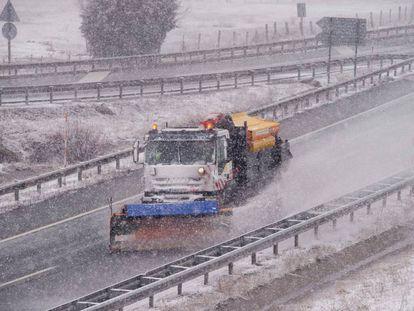 A snow plow on Autovía de la Meseta in the Cantabria region.