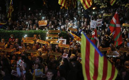 Demonstration in Barcelona calling for sacked Catalan ministers to be released.
