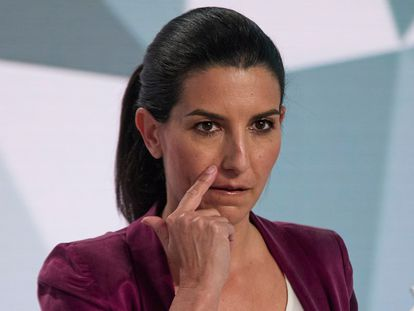 Vox nominee Rocío Monasterio minutes before the start of the debate.