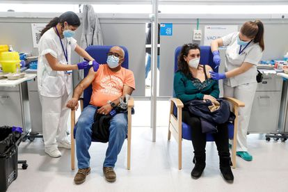 Health workers administering the AstraZeneca vaccine in Madrid's Isabel Zendal hospital on March 24.