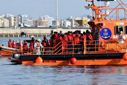 Rescued immigrants reaching Almería on December 27.