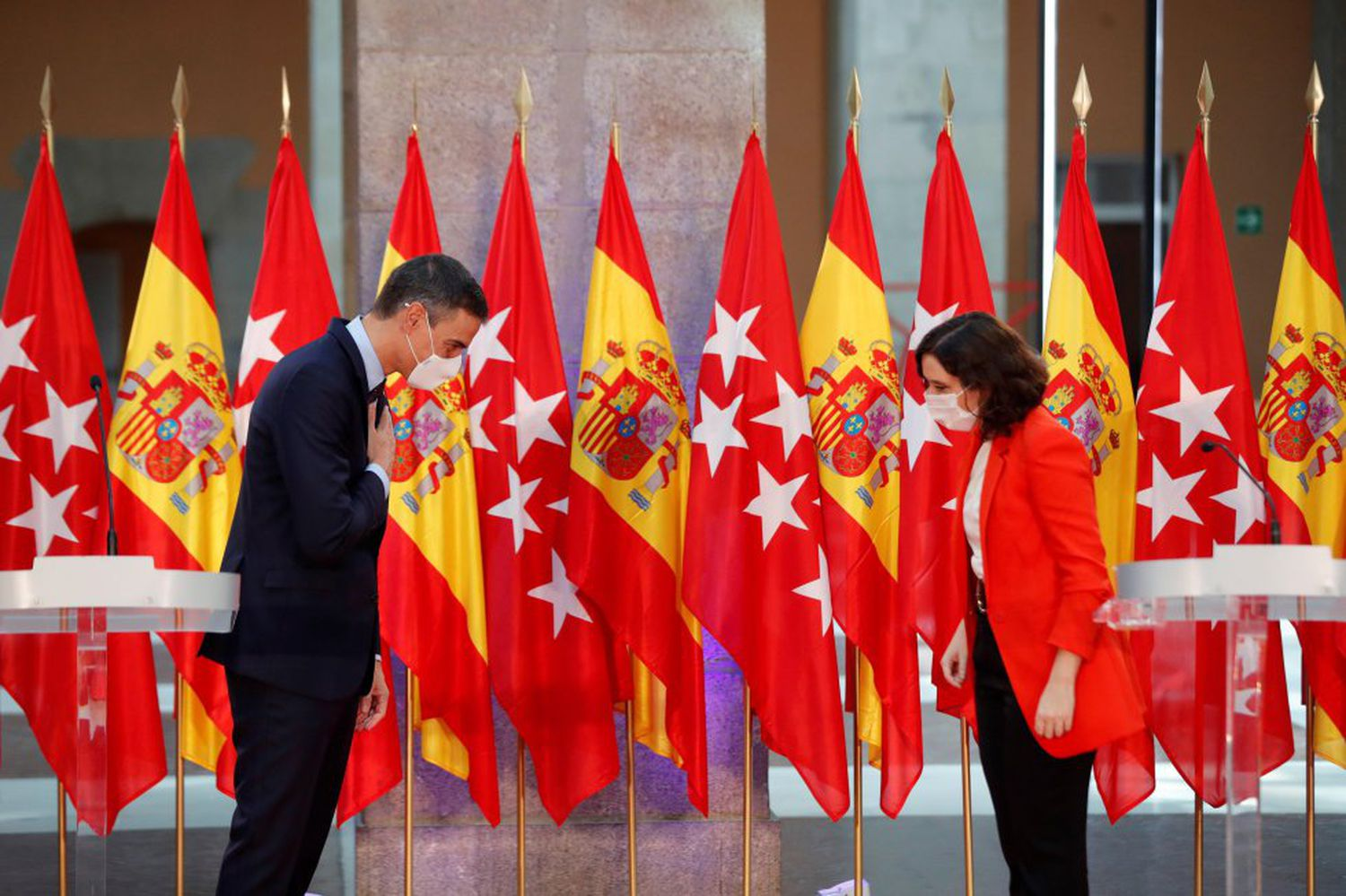 Spanish prime minister Pedro Sánchez and Madrid regional premier Isabel Díaz Ayuso at their meeting on Monday.